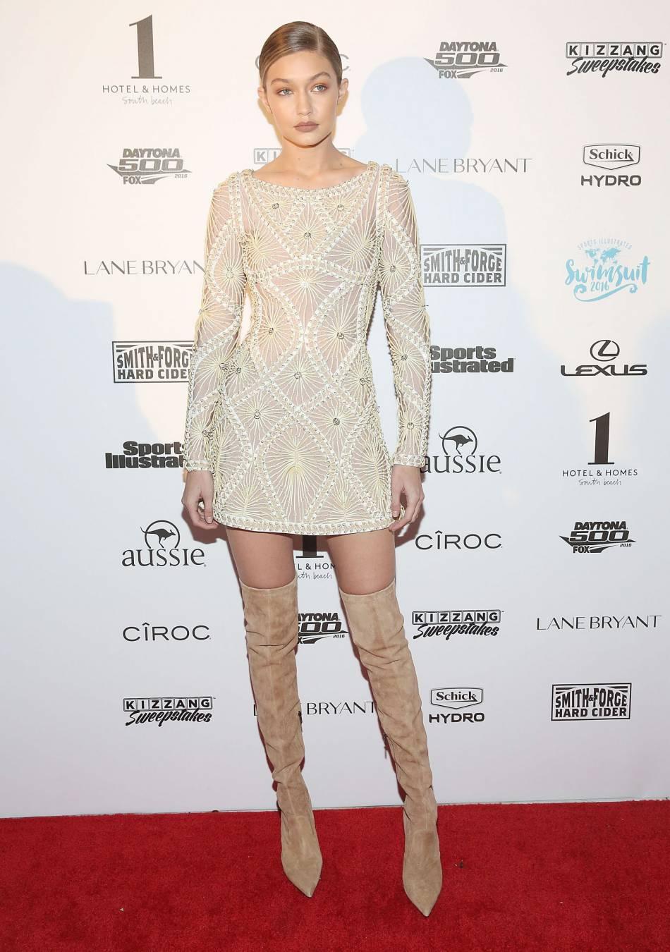Gigi est à tomber dans son ensemble crème composé d\'une robe Hervé ...