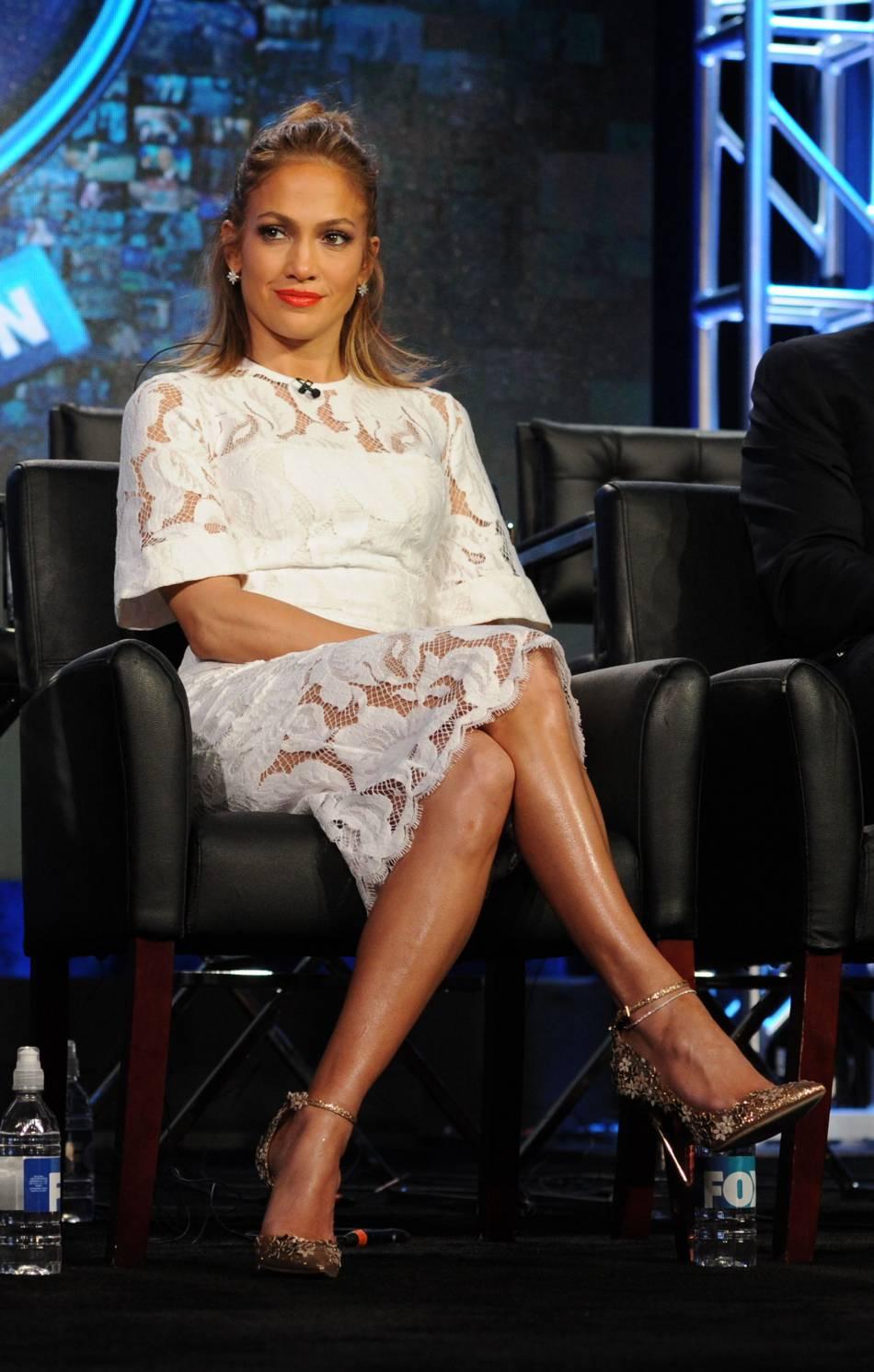 Jennifer Lopez pose aux côtés de Gino Anthony Pesi.