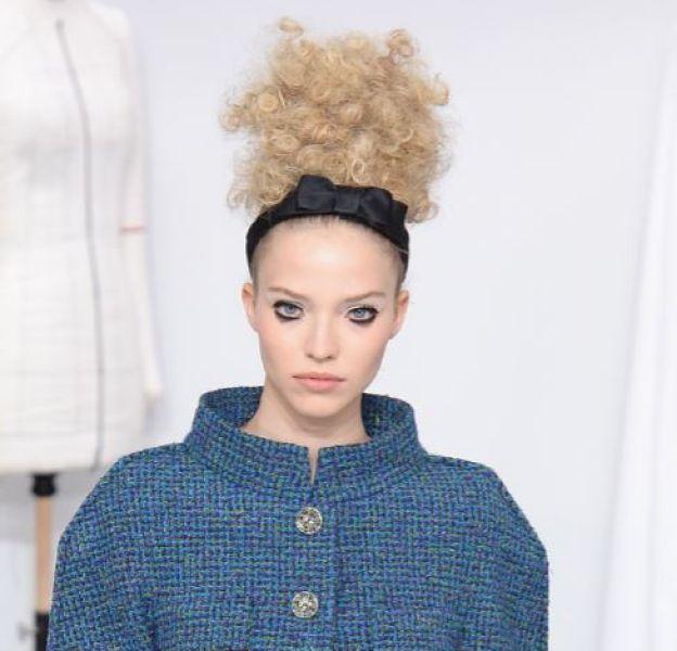 Le bandeau redevient tendance chez Chanel.