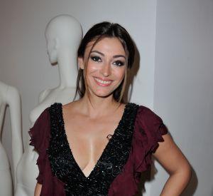 Rachel Legrain-Trapani souriante à son premier défilé de la saison. Elle porte une création du couturier Dany Atrache.