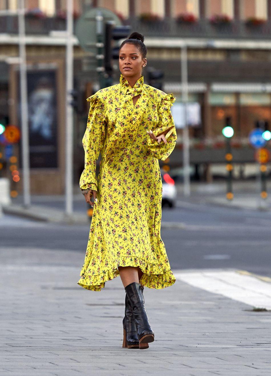 Rihanna en route pour un dîner entre amis hier soir.