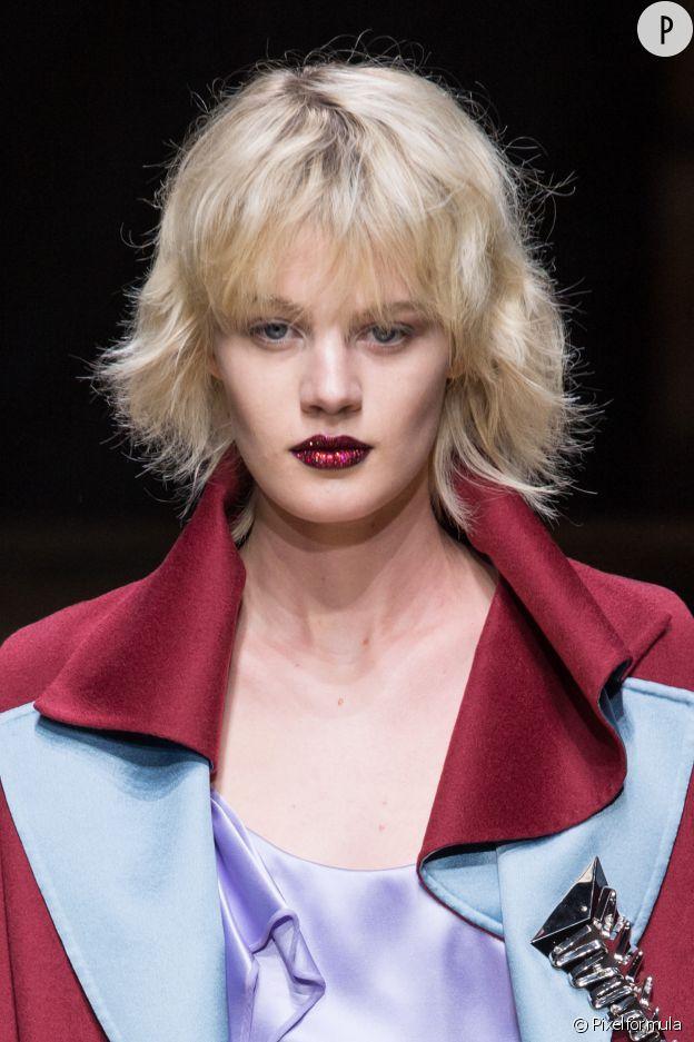 Chez Atelier Versace, les lèvres sont habillées de strass.