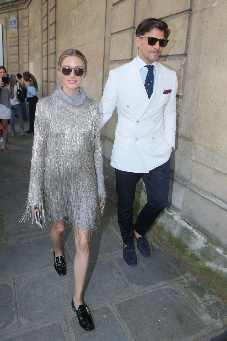 Olivia Palermo opte pour une robe argenté très disco girl.