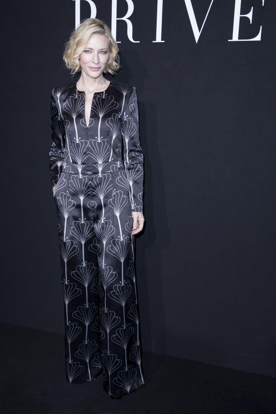 Cate Blanchett porte un modèle satiné très chic.