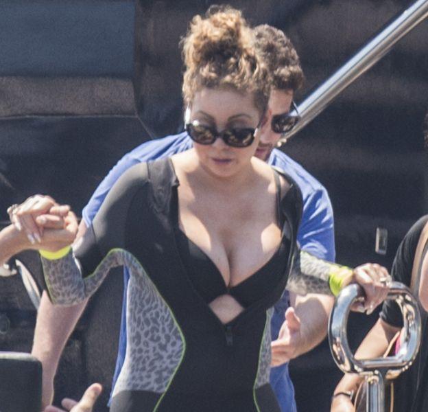 Mariah Carey a fait craquer la fermeture de sa combinaison.