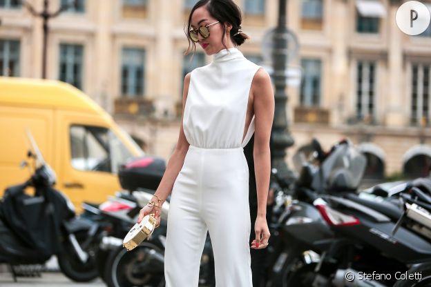 La combinaison blanche très chic sur ce street style parisien.