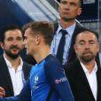 """Didier Deschamps, Antoine Griezmann lors de la demi-finale de l'Euro 2016 """"France - Allemagne"""" au stade Vélodrome à Marseille, le 7 juillet 2016."""