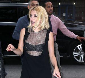 Emma Roberts est terriblement élégante dans un total look noir.