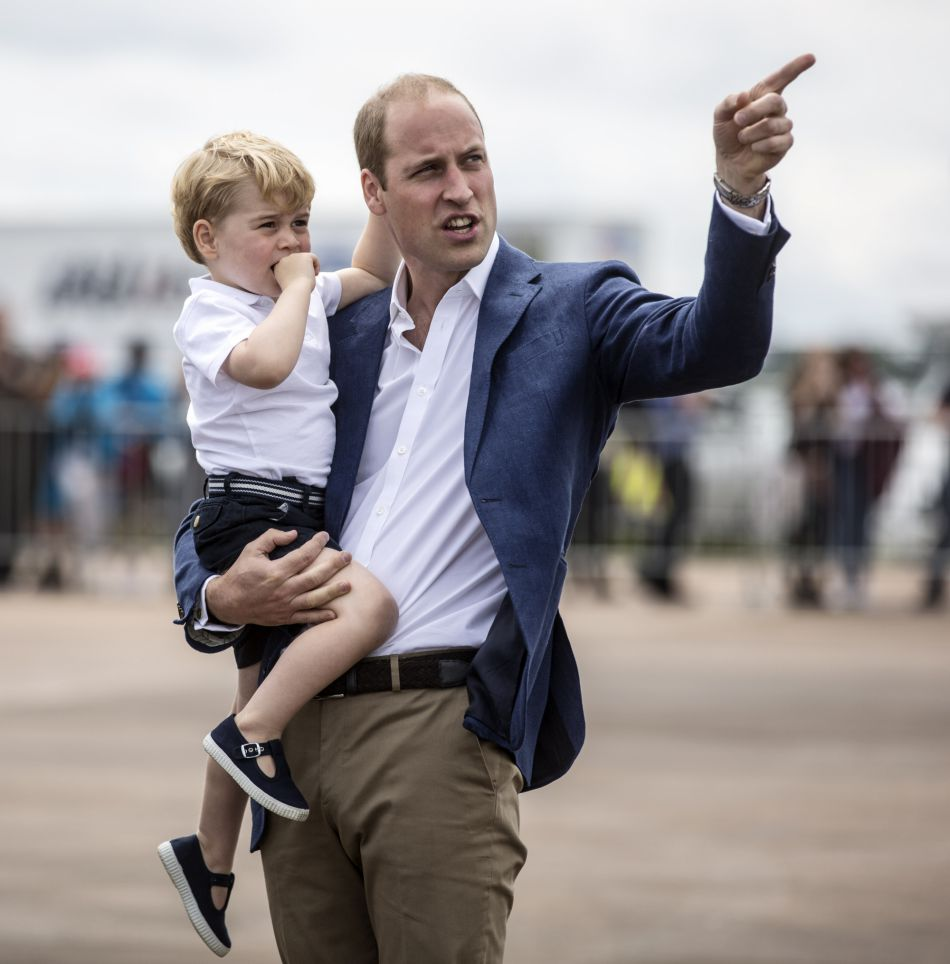George est passionné d'hélicoptères depuis qu'il a appris que son père en pilotait.