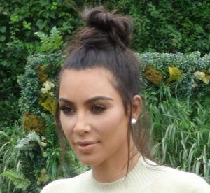 Kim Kardashian : tétons apparents et taille de guêpe dans les Hamptons