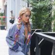 Rita Ora dévoile un look audacieux à New York.