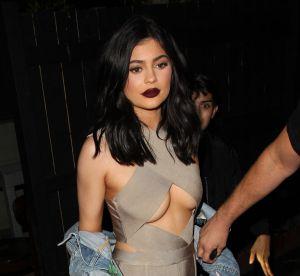 Kylie Jenner : popotin moulé et lèvres XL pour faire la pub de ses gloss