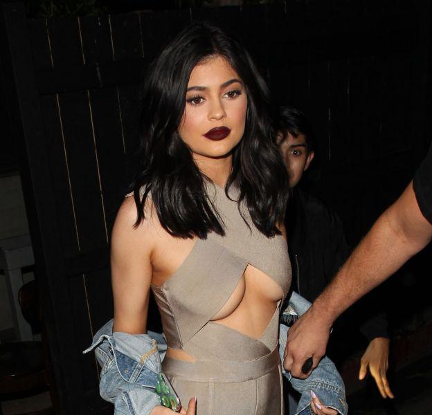 Kylie Jenner sait comment faire le buzz autour de sa marque de cosmétiques.