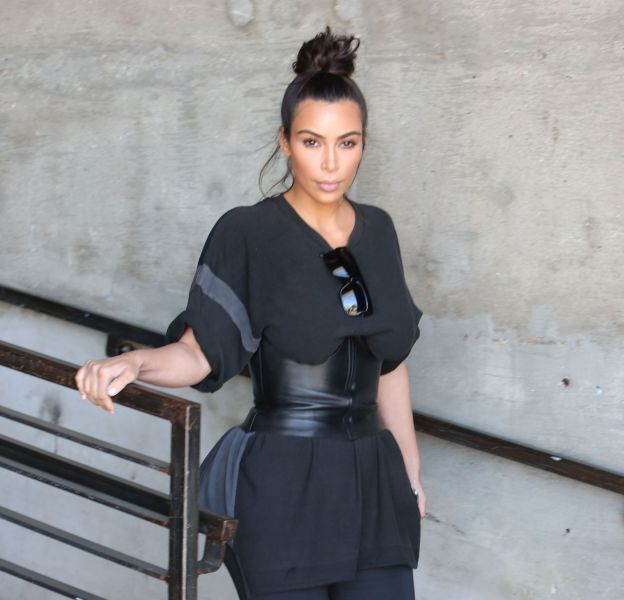 Kim Kardashian est adepte du corset.