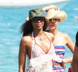 Naomi Campbell : le top se balade en robe transparente à Saint-Tropez