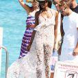 La reine des podiums assure le show sur les plages de la Côte d'Azur !