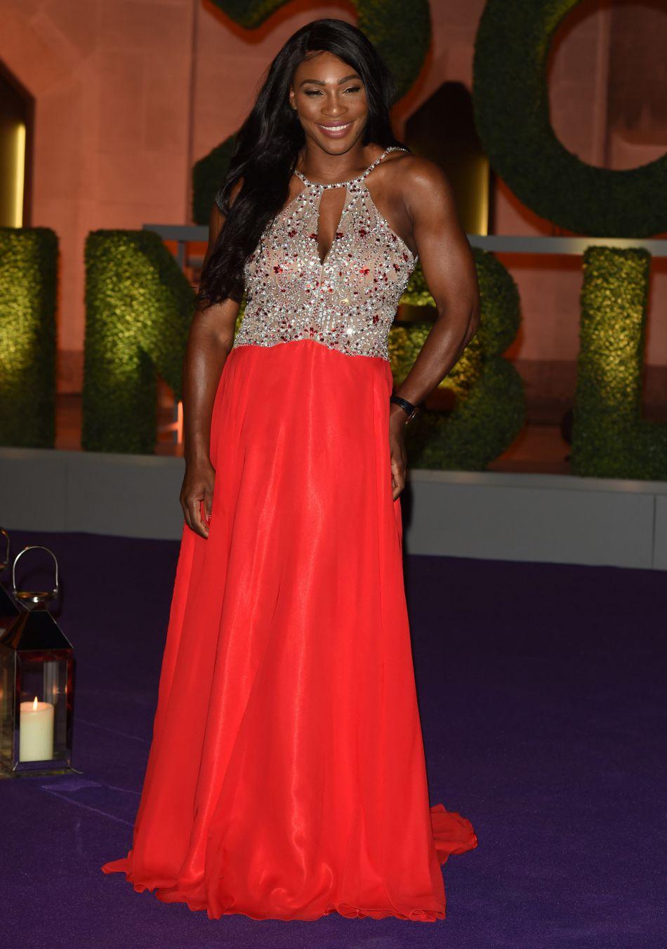 Serena Williams fière de son corps, n'hésite plus à le mettre en valeur dans des robes moulantes.