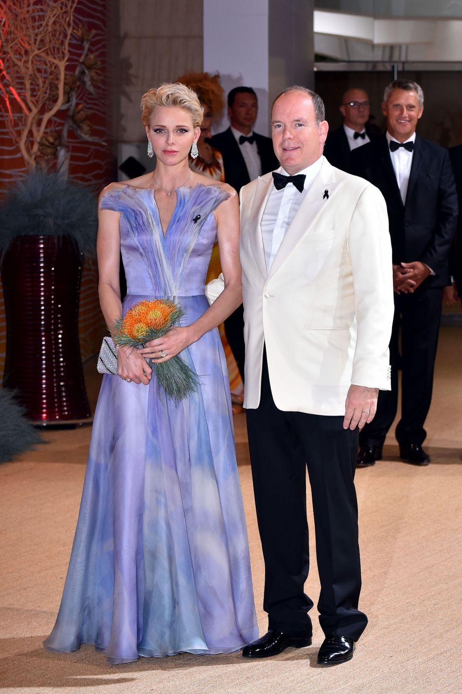La princesse Charlène de Monaco est apparue rayonnante en une robe de bal longue princesse