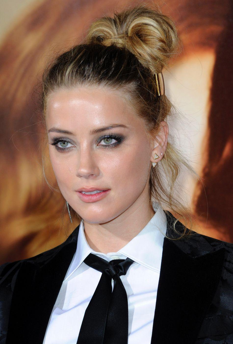 Amber Heard a bien besoin d'être consolée.