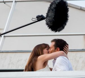 Dakota Johnson : regard coquin et pose osée pour le cobaye de Christian Grey