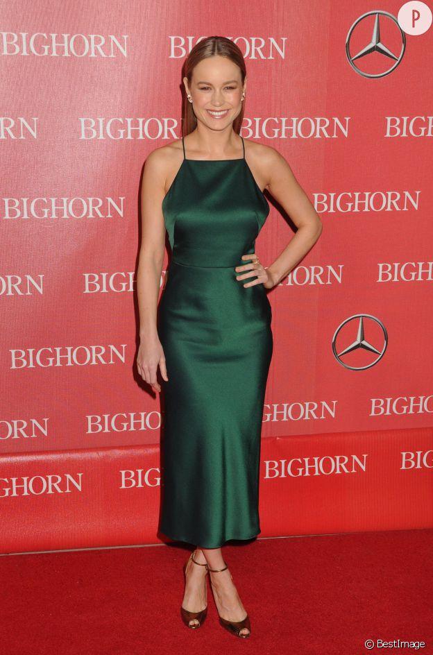 Dans sa robe vert émeraude, Brie Larson est plus sexy que jamais.