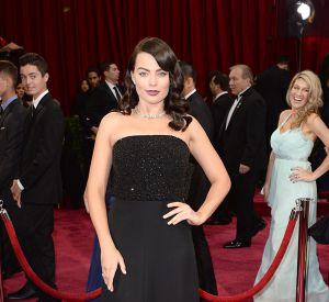 Dans cette robe bustier Saint Laurent, Margot Robbie dévoile son brun sexy sur le tapis rouge.