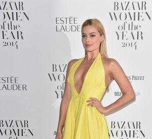 Rosie Assoulin est à l'origine de cette robe jaune qui met parfaitement en valeur l'actrice.