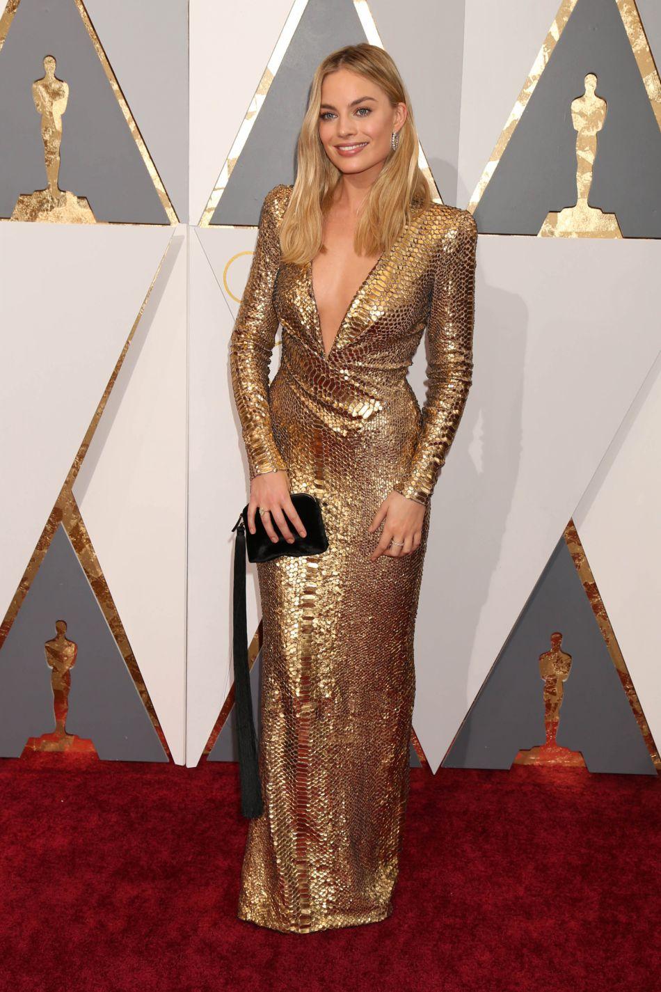 Une robe gold Tom Ford pour les Oscars a hissé Margot Robbie au rang des filles les plus stylées.