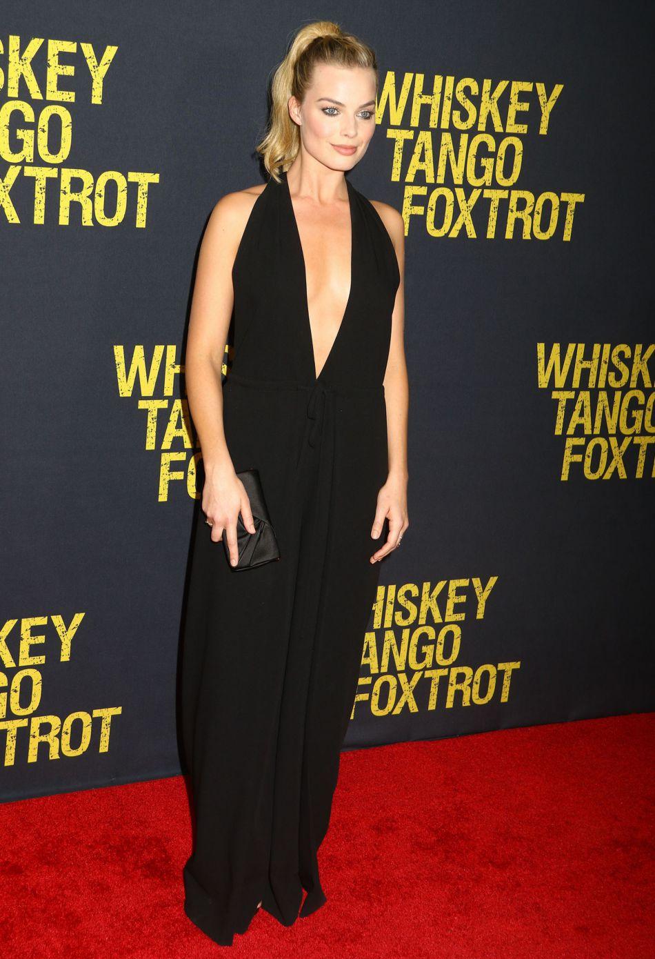 Cette robe Valentino dévoile l'allure la plus sexy de Margot Robbie.