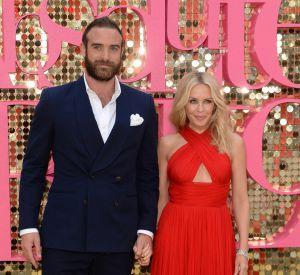 En couple avec Joshua Sasse depuis l'année dernière, Kylie Minogue est heureuse.