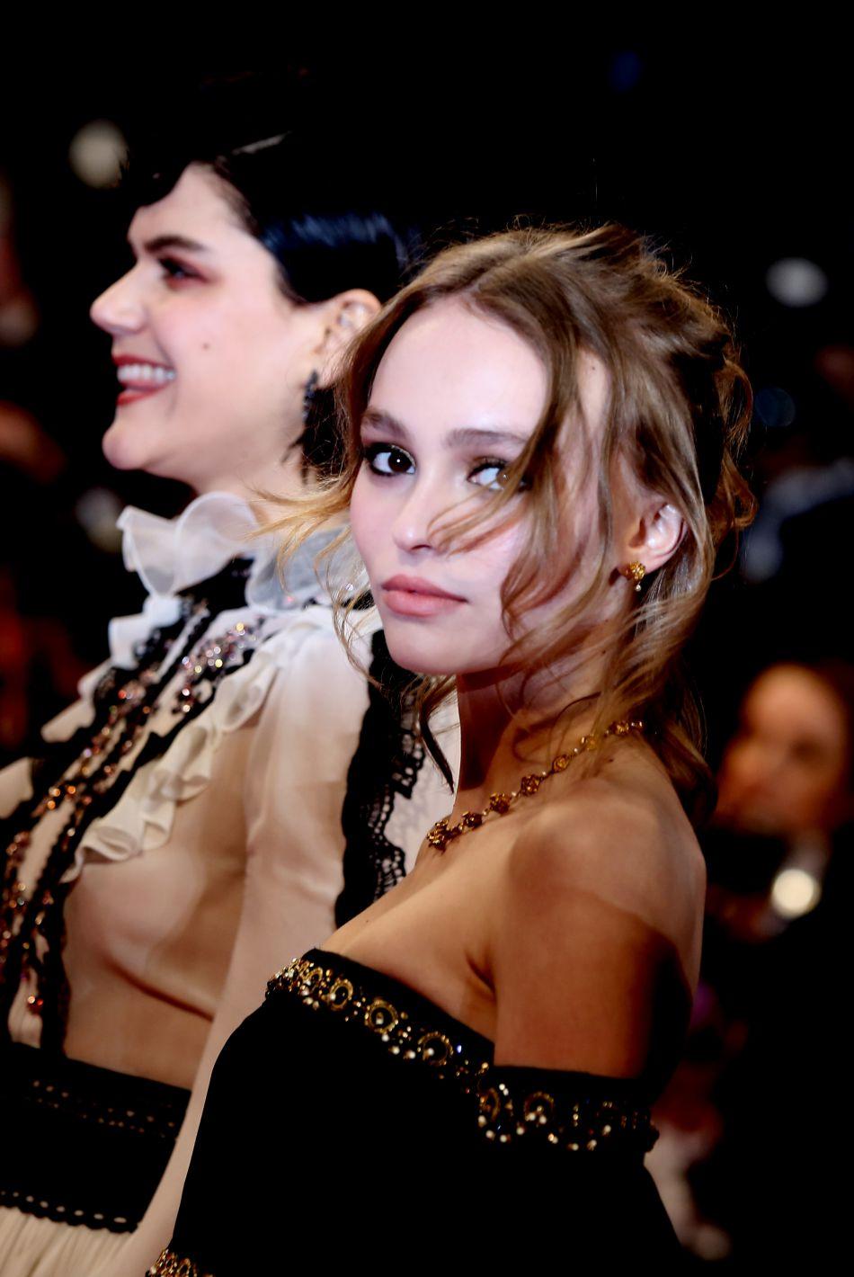 Lily-Rose Depp, une jeune fille pleine de talents qui se met à la chanson.