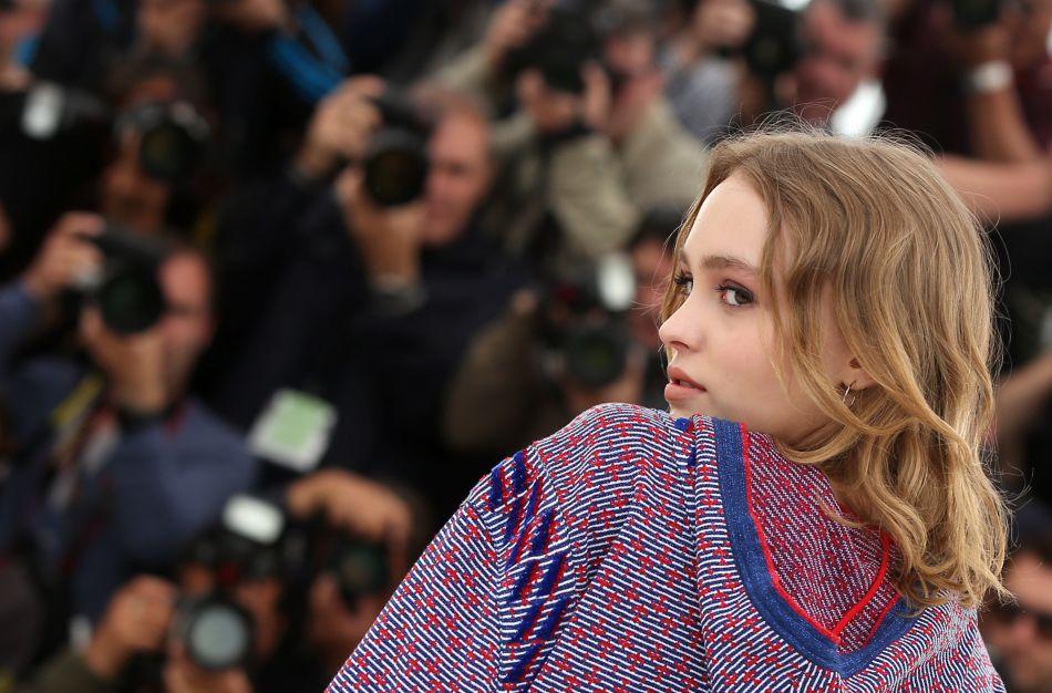 Comme son père et sa mère, Lily-Rose Depp est bonne comédienne et elle a l'oreille musicale, avec un joli brin de voix.