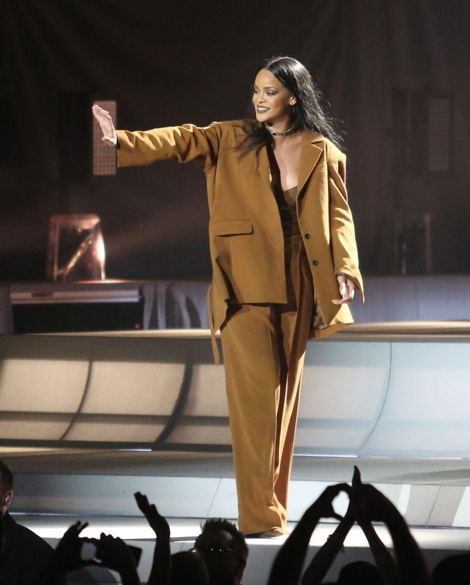Rihanna s'est imposée dans la mode en 2016.