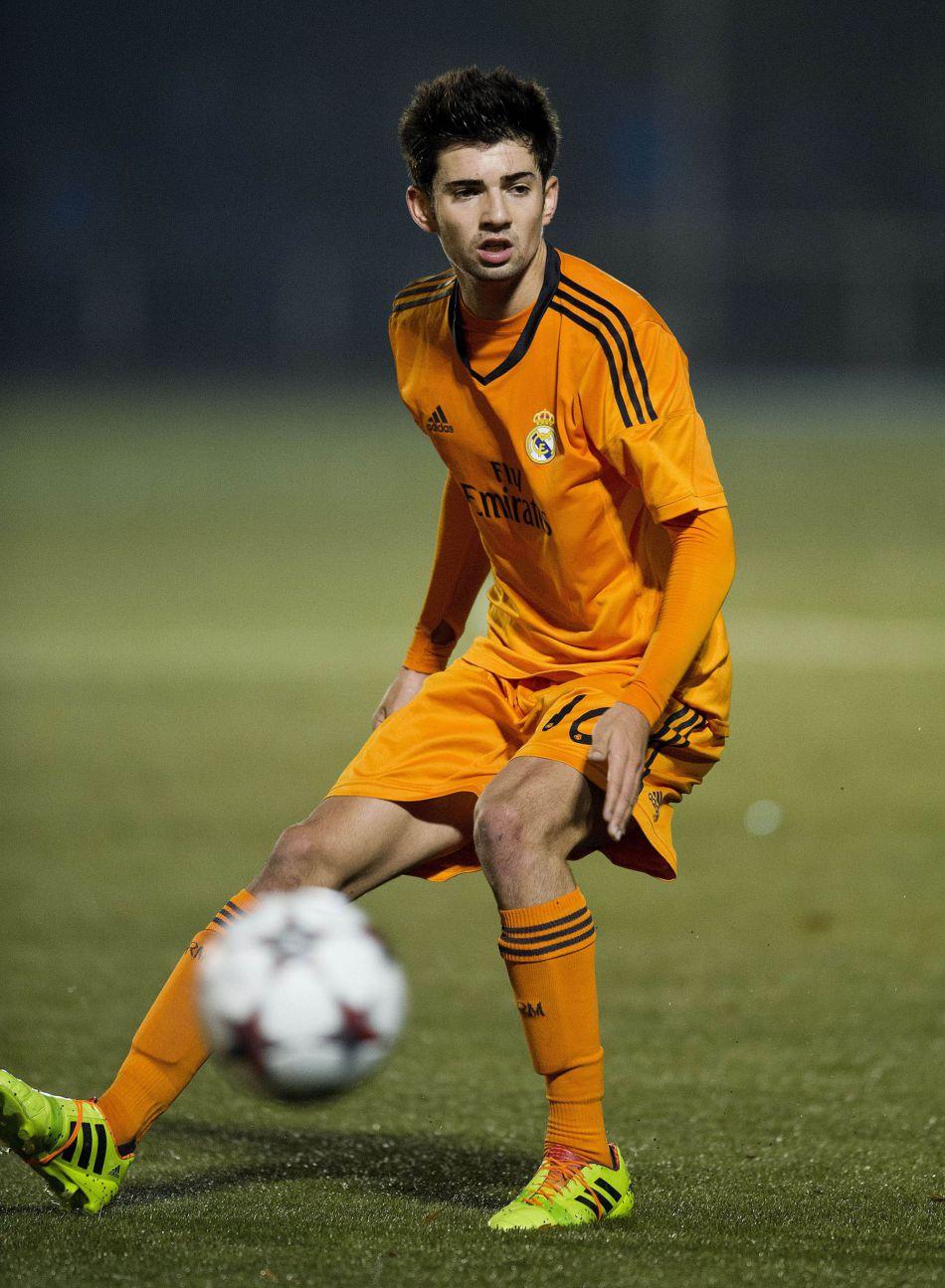 Enzo Zidane sur les traces de son père, son frère Luca, le beau gosse sexy d'Instagram intègre lui aussi le club du Real de Madrid.