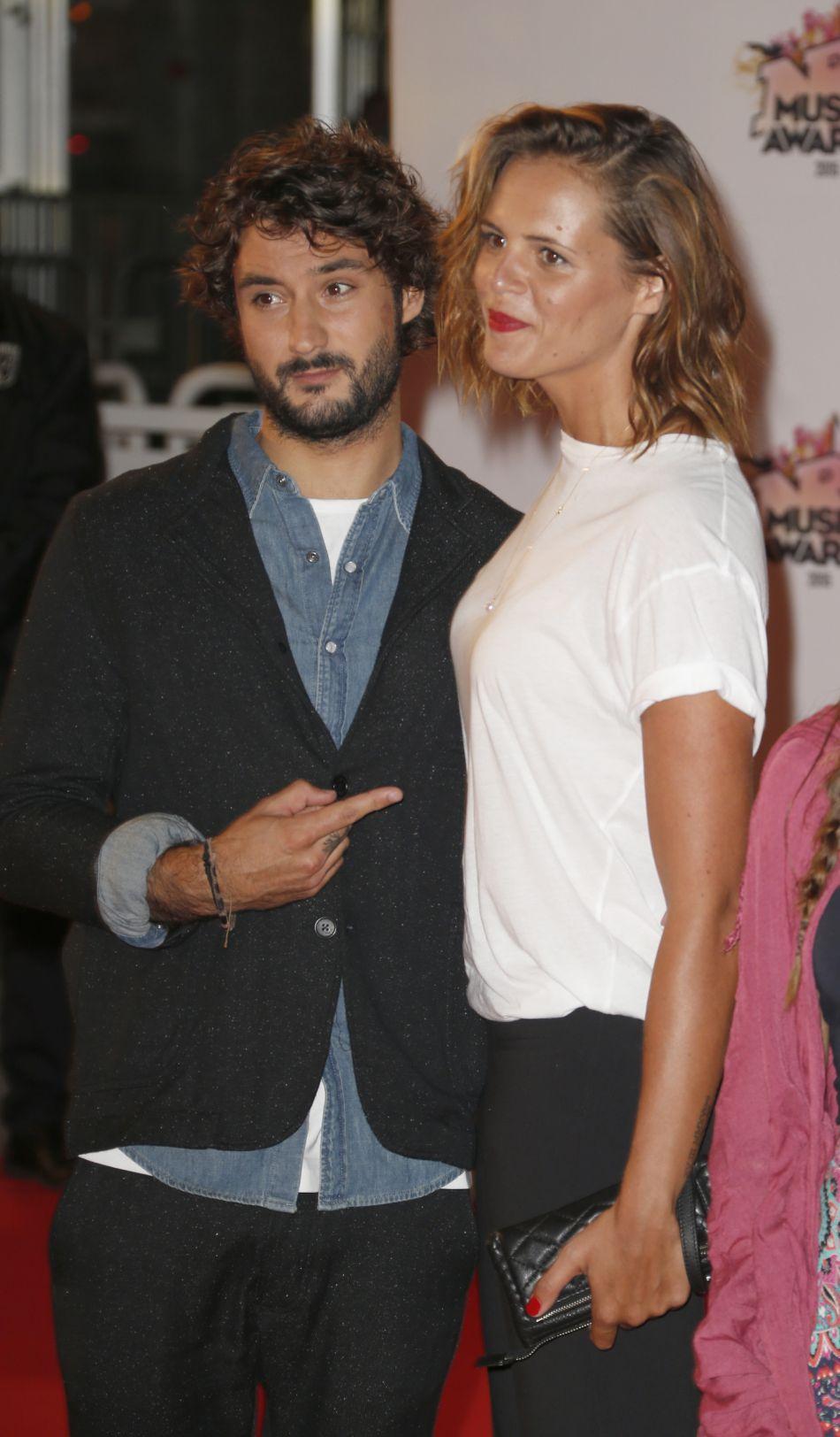 Laure et Jérémy ne se quittent plus : le chanteur suit sa douce à Rio pour les JO.