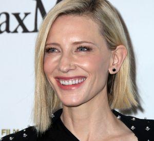 Cate Blanchett applique avec soin les conseils de dame Judith Dench pour faire rajeunir ses mains.