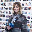 """Alexandra Rosenfeld est aussi jolie en manteau d'hiver qu'en maillot façon """"Alerte à Malibu""""."""