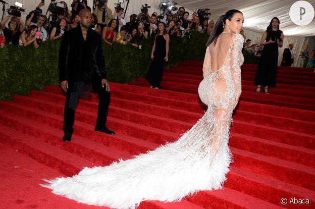 Pour le gala du MET, Kim Kardashian a misé sur une robe longue en dentelle.