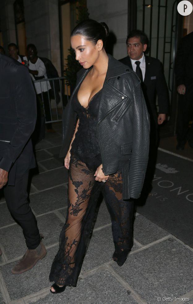 A la Fashion Week de Paris, Kim Kardashian a sans cesse surpris avec ses choix audacieux.