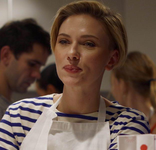 Scarlett Johansson inaugure sa boutique de pop corn à Paris