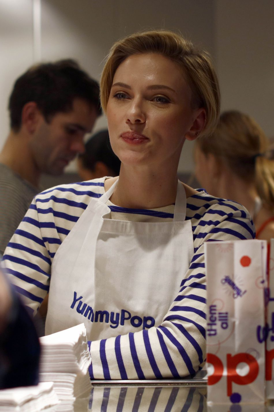 Scarlett Johansson inaugure sa boutique de pop corn à Paris