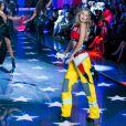 Gigi Hadid et Selena Gomez ont fait le show sur le défilé Victoria's Secret 2015.