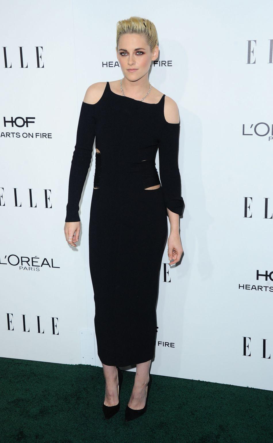 Un nouveau total look noir canon pour Kristen Stewart.