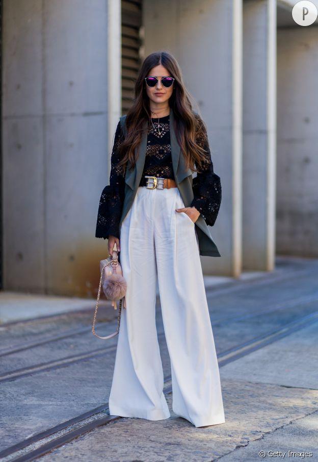 Le pantalon oversize est très élégant.