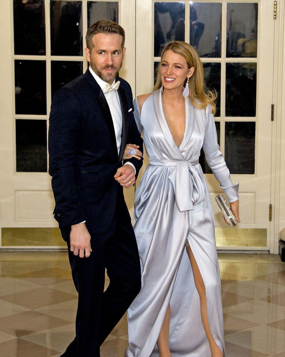 Elle y poste notamment des clichés complices avec son mari Ryan Reynolds.