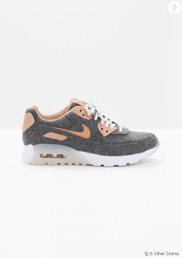 Nike chez & Other Stories, 150€.