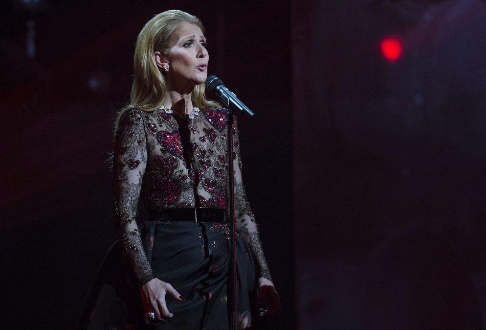"""La star a conclu son discours en chantant """"Avec le temps"""" de Léo Ferré."""