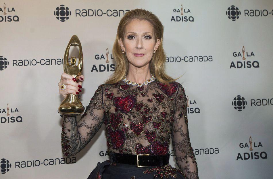 Céline Dion est montée sur scène pour recevoir un Félix honorifique décerné à René Angélil ce dimanche 30 octobre 2016.