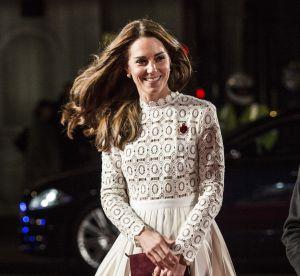 Kate Middleton : sublime en robe en dentelle blanche sur tapis rouge