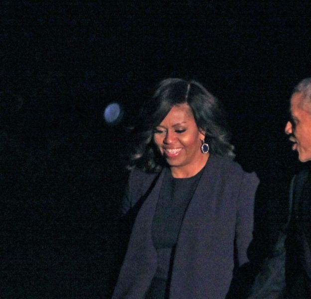 Michelle et Barack Obama arrivent au dernier meeting d'Hillary Clinton à Philadelphie, le 7 novembre 2016.